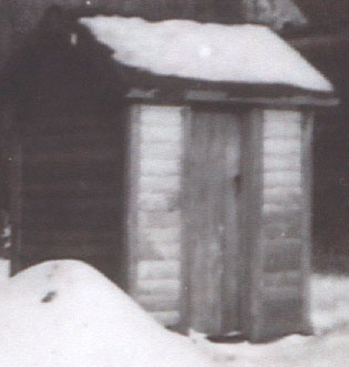 KnudsenOuthouse